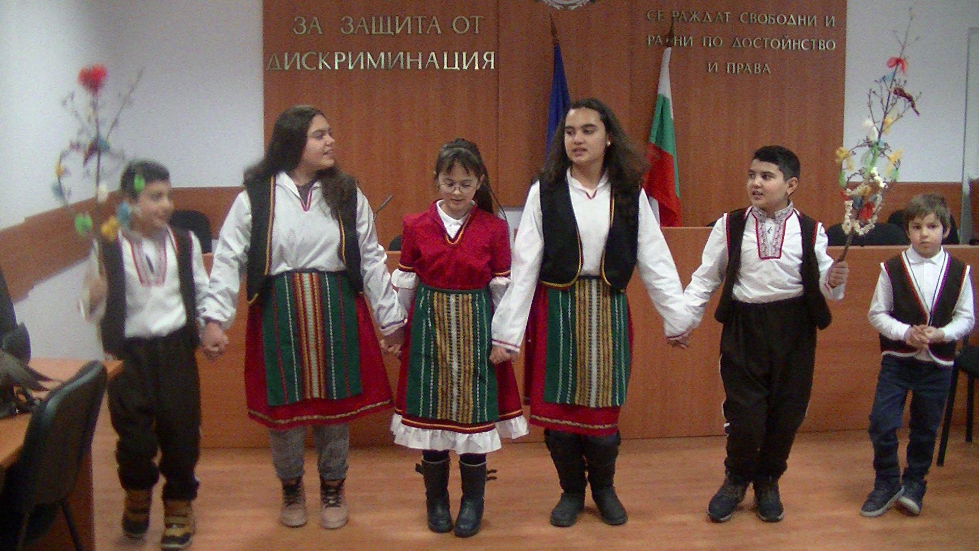 Кого още сурвакаха нашите ученици по повод Василица - ромската Нова година